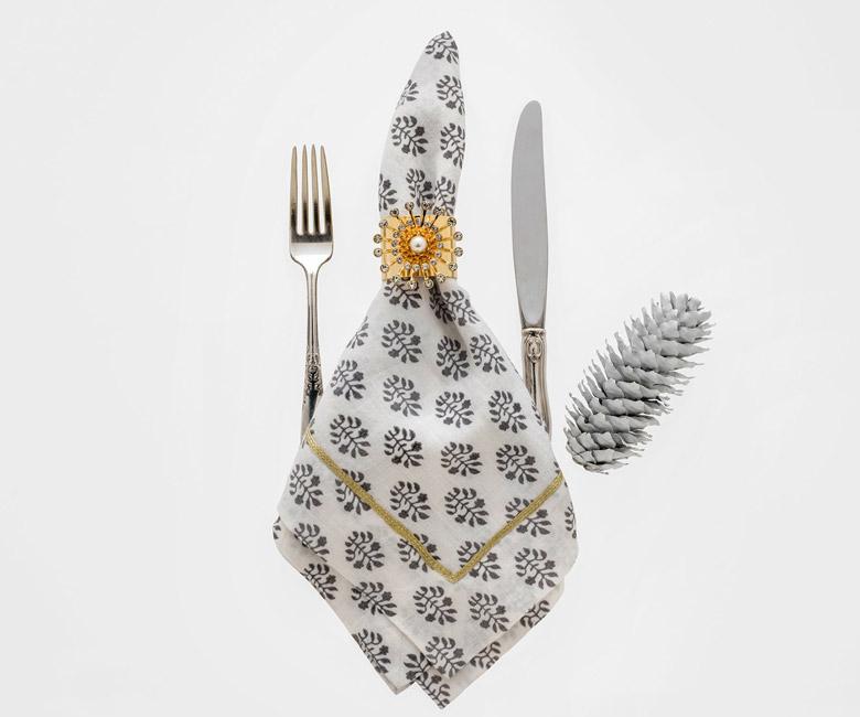 """Набор из двух металлических колец для салфеток с разноцветным декором  """"Жемчужная звезда"""" Joanna Buchanan"""