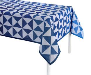 """Хлопковая синяя квадратная скатерть из длинных волокон """"Origami"""" 140x140 см Le Jacquard Francais (Франция)"""