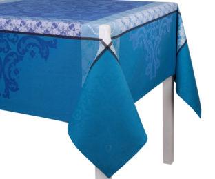 """Хлопковая лазурная прямоугольная скатерть из длинных волокон """"Azulejos"""" 175x320 см Le Jacquard Francais (Франция)"""