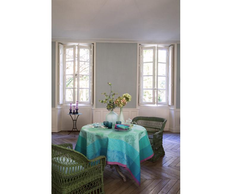"""Хлопковая лазурная прямоугольная скатерть из длинных волокон """"Parfums de bagatelle"""" 175x320 см Le Jacquard Francais (Франция)"""