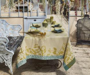 """Хлопковая  квадратная скатерть из длинных волокон """"Herbes folles"""" 150x150 см, цвет капучино от Le Jacquard Francais (Франция)"""