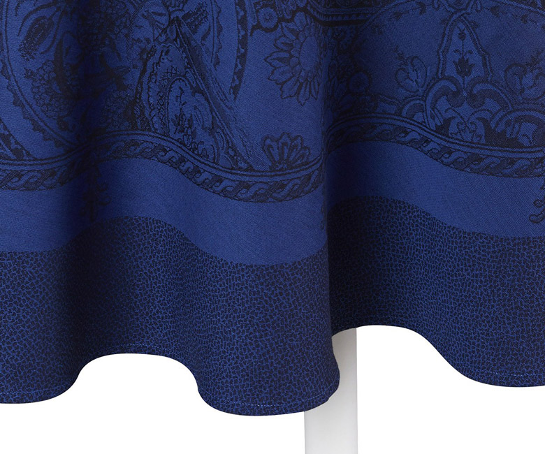 """Хлопковая синяя круглая скатерть из длинных волокон """"Porcelaine"""" диаметр 210 см  Le Jacquard Francais (Франция)"""